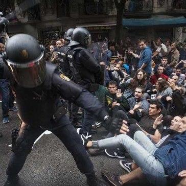 catalonia-referendum-police-violence-lg