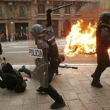 Policia-Nacional-Barcelona_1292280923_13926826_1451x1024
